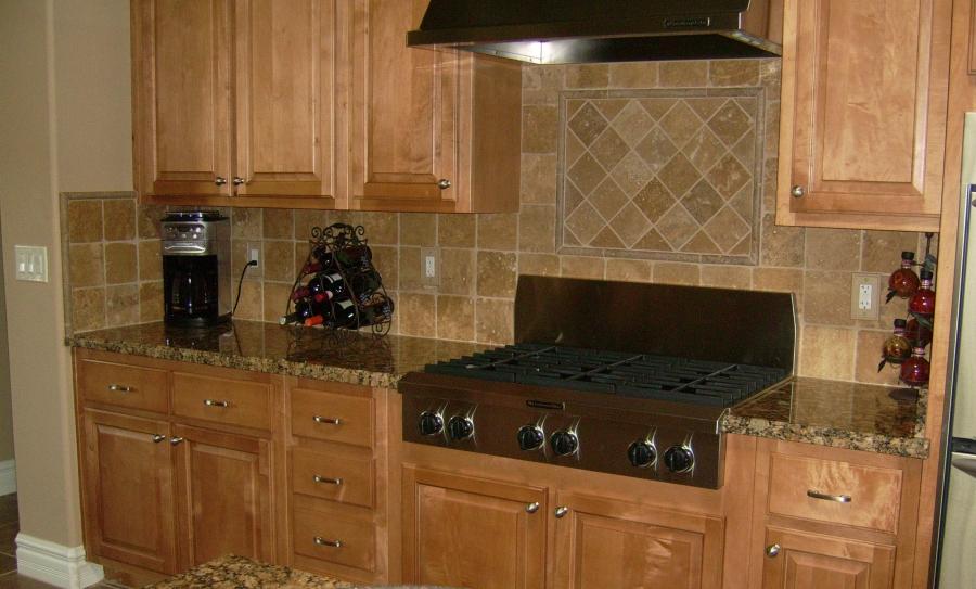 country-kitchen-backsplash-design