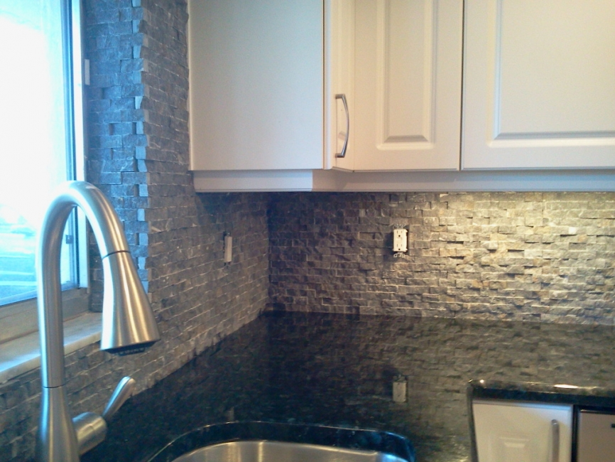 Kitchen backsplash pictures gallery qnud - Decorative tile for backsplash in kitchens ...