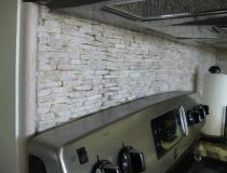 custom-stone-backsplash-ideas