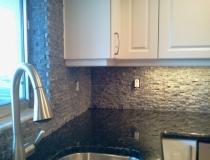 custom-stone-kitchen-backsplash-ideas