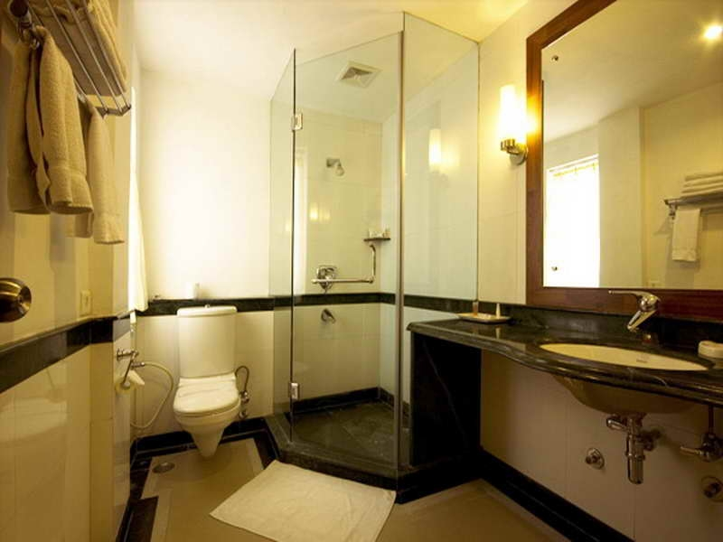 Small bathroom designs picture gallery qnud for Bathroom designs for small bathrooms layouts