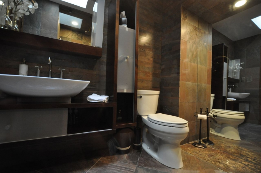 Small bathroom designs picture gallery qnud for Tiny toilet design
