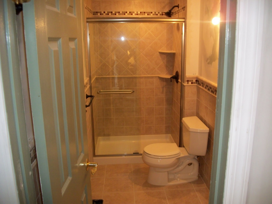 Small bathroom ideas pictures gallery qnud for Ideas for a small toilet