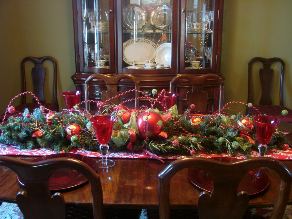 Top 21 ideas for the dining table centerpiece qnud for Christmas centerpieces for dining room table