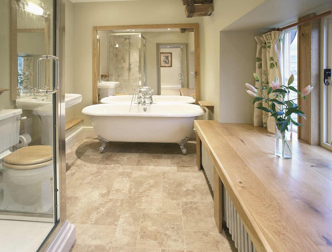 The top ideas and designs to enhance any ensuite bathroom for Ensuite lighting ideas