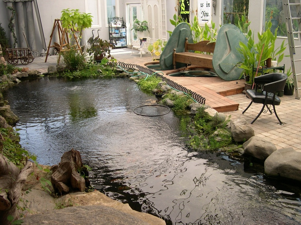7 most breathtaking koi fish ponds qnud for Outdoor fish ponds designs