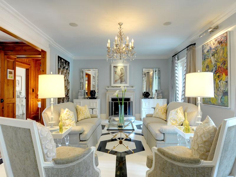 Luxurious Traditional Living Room