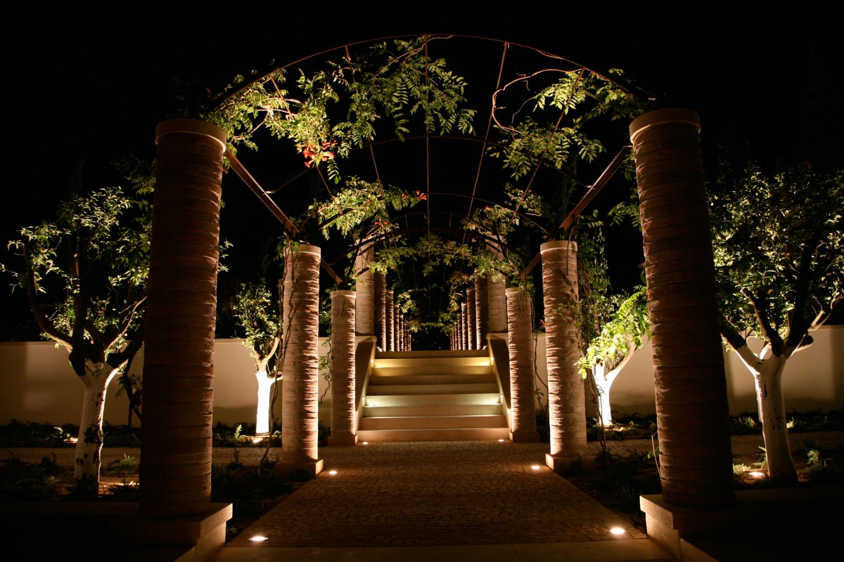 Best pathway lighting ideas for 2014 qnud for Outdoor landscape lighting fixtures