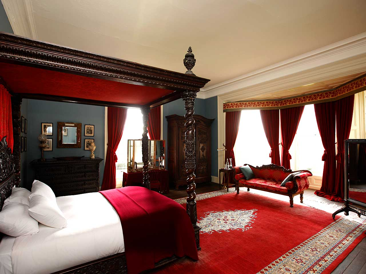10 most popular master bedroom designs for 2014 qnud Master bedroom with red bedding