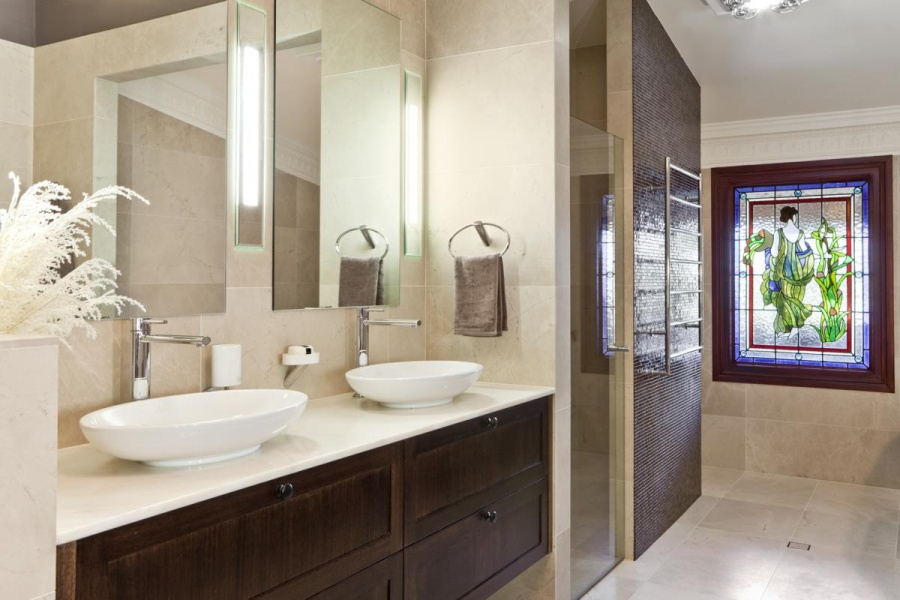 Fine The Top Ideas And Designs To Enhance Any Ensuite Bathroom Qnud Largest Home Design Picture Inspirations Pitcheantrous