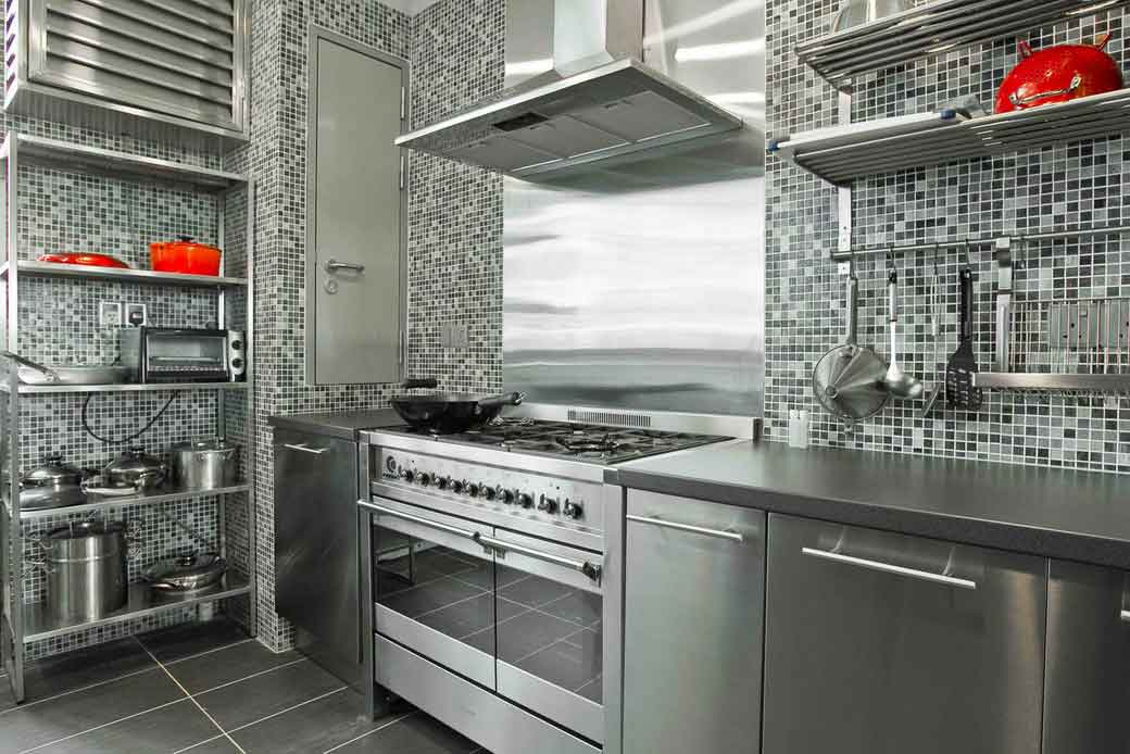 Top 25 ideas to spruce up the kitchen decor in 2014 qnud for Kitchen cabinets stainless steel